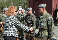 Vlasta Parkanová jako bílý kůň na Ministerstvu obrany (zdroj: Army.cz)